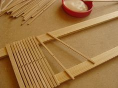Make a heddle reed from craft sticks Weaving Loom Diy, Inkle Weaving, Weaving Tools, Inkle Loom, Card Weaving, Tablet Weaving, Weaving Projects, Weaving Art, Weaving Patterns