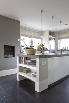 Shelves as finish on small bar in alcove/extend end of cabinetry Kitchen Interior, Kitchen Inspirations, Kitchen Design Small, Kitchen Flooring, Kitchen Decor, New Kitchen, Kitchen Dining Room, Home Kitchens, Kitchen Layout