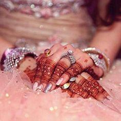 Bridal finger mehndi with jewellery Mehndi Designs Finger, Mehndi Designs 2018, Mehndi Design Photos, Mehndi Designs For Fingers, Bridal Mehndi Designs, Bridal Henna, Henna Designs, Bridal Makeup Looks, Bridal Beauty