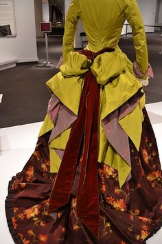 Back of Minnie Driver's dress The Phantom of the Opera (2004) CostumeDesign: Alexandra Byrne