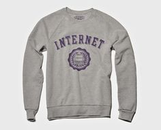 Sudadera de internet estereotipada como una universidad | La Guarida Geek