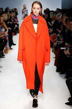 Guarda la sfilata di moda Emilio Pucci a Milano e scopri la collezione di abiti e accessori per la stagione Collezioni Autunno Inverno 2016-17.