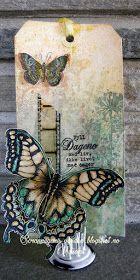 Endelig sommer! Tag med Sommerfugl. DistressInkPads + spray. Begge sommerfuglene er Tim Holtz-stempler, fargelagt med hans...