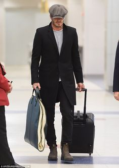David Beckham in a baker boy hat on arrival to New York Boy Fashion, Winter Fashion, Mens Fashion, David Beckham Style, Pork Pie Hat, Baker Boy, News Boy Hat, Weekend Style, Stylish Men