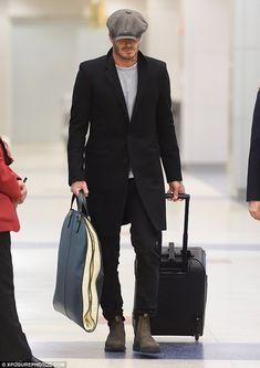 David Beckham Style, Stylish Mens Outfits, Most Stylish Men, Boy Fashion, Mens Fashion, Look Man, Baker Boy, News Boy Hat, Outfits With Hats