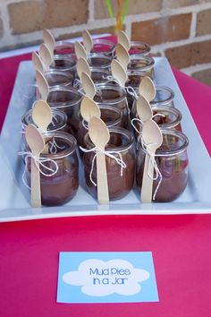peppa the pig birthday party ideas; peppa pig party ideas; muddy puddles in a jar; muddy puddles snack idea
