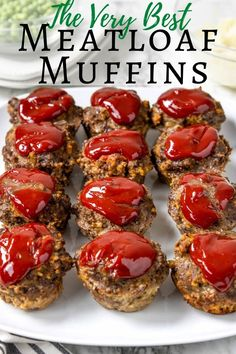 Meatloaf Muffin Cups Meatloaf Muffins are individual portions of savory ground beef meatloaf topped w/ ketchup and cooked in a muffin tin. This is an easy meatloaf recipe! beef recipes for kids Mini Meatloaf Recipes, Good Meatloaf Recipe, Meat Loaf Recipe Easy, Best Meatloaf, Easy Meatloaf Muffin Recipe, Mini Meat Loaf, Meatloaf In Muffin Tin, Mini Meatloaf Muffins, Meatloaf Cupcakes