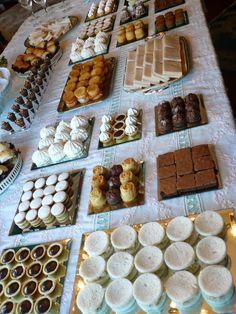 Coctel Wedding Buffet Food, Dessert Bar Wedding, Wedding Desserts, Mini Desserts, Party Desserts, Dessert Recipes, Dessert Buffet, Candy Buffet, Dessert Bars