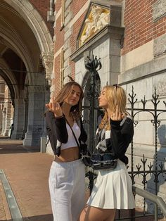 Private School Girl, Best Friends Aesthetic, Friends Instagram, Bff Pictures, Best Friend Pictures, Cute Friends, Best Friend Goals, Summer Aesthetic, Picture Poses