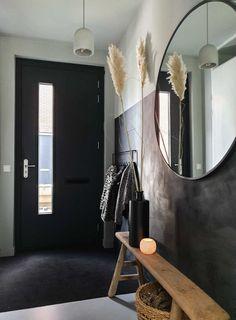 plafond mee verven of niet - Google Zoeken Black Hallway Furniture, Home Decor Bedroom, Living Room Decor, Hallway Designs, Hallway Ideas, Flur Design, Home Entrance Decor, Modern Hallway, Hallway Decorating