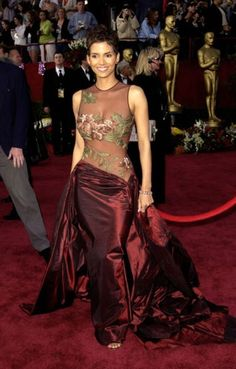 Halle Berry in this dress, and then she won! 2 of the most epic events all in one night :)