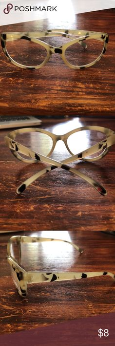 Betsey Johnson readers, cream tortoise shell Betsey Johnson readers, cream tortoise shell, fashionable! Chic! Betsey Johnson Accessories Glasses