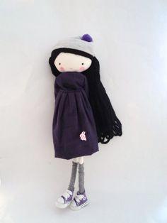 Clementine muñeca de tela con vestido morado por lassandaliasdeana