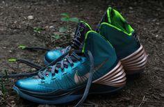 61cf5724e602 Nike Hyperdunk 2013 Kyrie Irving PE 90s Sneakers
