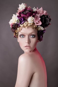 Flowers in the hair цветы photography, beauty shoot и floral headdress. Beauty Photography, Portrait Photography, Fashion Photography, Photography Flowers, Portrait Poses, Creative Photography, Photographie Portrait Inspiration, Floral Headdress, Foto Fashion