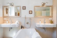 Wörtherseearchitektur-Villa mit überwältigendem Panorama-Seeblick und Seezugang Villa, Mirror, Bathroom, Frame, Furniture, Home Decor, Small Bathroom Storage, Objects, Architecture