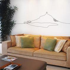 Descrição  Adesivo de parede em vinil com desenho no formato do Corcovado. Cor personalizável.    Ambientes recomendados  quarto, sala de TV, sala de estar, hall    Dimensões  1,80L x 0,48A    Valor aproximado  R$ 180,00