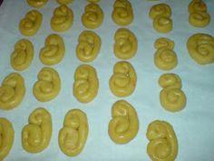 ΜΑΓΕΙΡΙΚΗ ΚΑΙ ΣΥΝΤΑΓΕΣ: Κουλουράκια με πορτοκάλι και μαστίχα !! Greek Cookies, Cookie Cutters, Cookie Recipes, Cooking, Blog, Food Food, Greek Recipes, Recipes For Biscuits, Kitchen