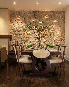 Comedor con pared de piedra. Ambientes cálidos.