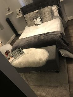 8 Must-Know Bedroom Design Ideas - Sweet Crib Room Ideas Bedroom, Bedroom Inspo, Home Bedroom, Bedroom Decor, Girl Bathroom Decor, Grey Bedroom Design, Bedroom Themes, Bedroom Apartment, Master Bedroom