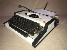 Schreibmaschine Olympia Traveller de Luxe portable typewriter
