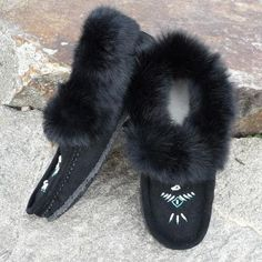 PRE ORDER - Ladies Black Fur Trim Beaded with Gum Sole Moccasin Slippers - Outdoors