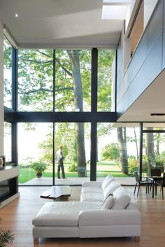 Living room interior design architecture House on the Bluffs by Taylor Smyth Architects - Design Milk Home Interior Design, Interior Architecture, Interior And Exterior, Luxury Interior, Windows Architecture, Interior Ideas, Interior Decorating, Decorating Ideas, Interior Minimalista