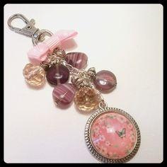Bijoux de sac rose poudrée : Autres bijoux par nya-bijoux-creation-paris