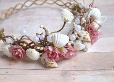 貝がらで作ったシェル冠がビーチウェディングにぴったり!