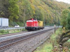 2010.10.26. 212-265 ist mit einem Schienenputzzug bei Finnentrop in Richtung Hagen unterwegs