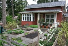 Tiny house with kitchen garden.....why have a yard?