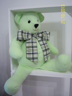 Urso de tecido, ideal para decoração e para brincar super macio. Encomendas por email. livreartes@hotmail.com