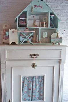 Cool Little Doll House! Doll Furniture, Dollhouse Furniture, Childrens Room, Kids Decor, Home Decor, Miniature Rooms, Little Girl Rooms, Kid Spaces, Little Houses