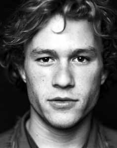 Heath Ledger ~one of the greatest actors to grace the movie scene. Rest your beautiful tortured soul in peace Heath Ledger Daughter, Pretty People, Beautiful People, Beautiful Soul, Raining Men, Marlon Brando, Famous Faces, Belle Photo, Pretty Boys