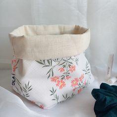 Hortense est un joli vide-poche qui vous permettra de ranger vos chouchous. Vous pouvez également vous en servir comme un sac à vrac pour stocker vos aliments. Vide Poche, Scrunchies, Comme, Ranger, Pretty