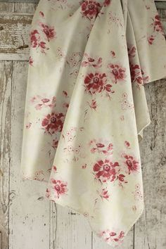 Gorgeous faded floral fabric ~ ideal for a time-touched Vintage French interior ~ lovely large scale floral design ~ shabby chic faded look ~ c1910 fabric ~ French country style ~ www.textiletrunk.com