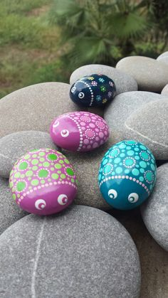 Painted stones dottpainting ladybugs colourful beattles