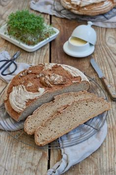 Bauernbrot ohne Sauerteig – Rezept – Sweets & Lifestyle® – Basic Homemade Bread Recipe – The healthiest bread to make? Pampered Chef, Good Foods For Diabetics, Healthy Foods To Eat, Healthy Snacks, Farmhouse Bread Recipe, World Recipes, Easy Snacks, Bread Baking, Snack Recipes