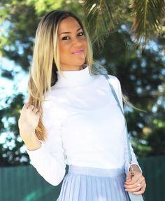 Novo Look do Dia/Outfit com a tendência das cores pastel e dos plissados. Um Look feminino em azul céu e branco. Dicas de Moda da Consultora de Imagem/Personal Stylist Cláudia Nascimento no Blog de Moda Style Statement. Moda. Fashion. Tendências. Outono/Inverno 2014-2015. Inspiração. Pastel Blue. Saia plissada primark, pleated skirt, trends, pastel colours, sky blue, zara, tous, anel handel