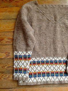 Minde Blanket Sweater by Teresa Homem de Mello  - Yarn Jamieson & Smith 2 ply Jumper Weight from Retrosaria Rosa Pomar