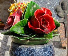Rode rozen van keramiek