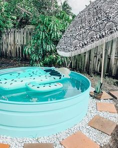 Here's why you (probably) shouldn't paint your stock tank pool. — Stock Tank Pool Tips, Kits, & Inspiration Oberirdischer Pool, Diy Pool, Swimming Pools, Lap Pools, Kiddie Pool, Stock Pools, Stock Tank Pool, Poly Stock Tank, Round Stock Tank