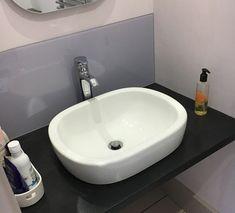 How to make a glass splashback: DIY step-by-step - Modern Cloakroom Sink, Bathroom Splashback, Bathroom Basin, Glass Bathroom, Design Bathroom, Downstairs Loo, Upstairs Bathrooms, Understairs Toilet, Toilet Sink