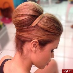 Structured updo to support hijab and dupatta . Structured updo to support hijab and dupatta Retro Hairstyles, Bun Hairstyles, Wedding Hairstyles, Wedding Updo, Simple Hairstyles, Wedding Hair And Makeup, Hair Makeup, Retro Wedding Hair, 60s Hair