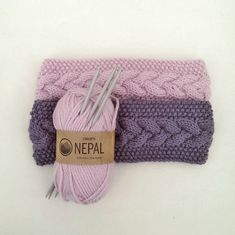 Jeg har strikket enda flere pannebånd. Denne gangen har jeg skrevet det ned og laget oppskrift. Flette med perlestrikk. ... Crochet Headband Pattern, Knitted Headband, Knitted Hats, Embroidery Patterns, Knitting Patterns, Crochet Patterns, Norwegian Knitting, Headbands For Women, Bandeau