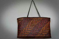 Kete Flax Weaving, Basket Weaving, Maori Designs, Nz Art, Maori Art, Basket Bag, Weaving Patterns, Kiwi, Purses And Bags
