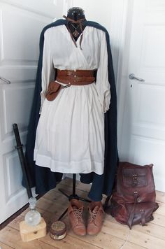 Longer dress and boots. Make the sword bigger and add another. Hobbit Costume, Elf Costume, Cool Costumes, Cosplay Costumes, Costume Ideas, Hurley, Lotr, Fandom Outfits, Fandom Fashion