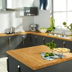Bamboo kitchen worksurfaces.