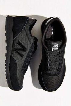 Es unas zepatos negros. Es informal. Yo llevo jeans y una camiseta con los zapatos. Yo llevar a la parque.