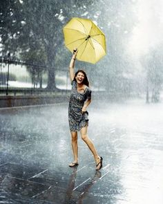 Rainy days can be a horrible time for your skin and hair.Here are some skin, hair and beauty tips for rainy days to help you look flawless throughout the season I Love Rain, No Rain, Walking In The Rain, Singing In The Rain, Rainy Night, Rainy Days, Yellow Umbrella, Rain Go Away, Sound Of Rain